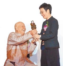 與陶土為伍80年 林添福獲2016工藝成就獎