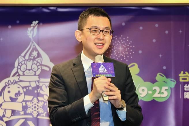 台中市府新聞局長卓冠廷表示,去年耶誕嘉年華活動創新結合遊樂園型態,受到大家廣大喜愛,今年將延長開放時間。(盧金足攝)