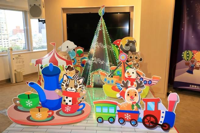 台中市府耶誕嘉年華12/9點燈,今年擴增遊樂設施並延長開放時間。(盧金足攝)