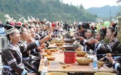 貴州黎平過侗年 萬人長桌宴刷新全國紀錄