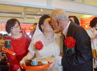 55年老夫妻重演傳統結婚儀式 過程甜蜜