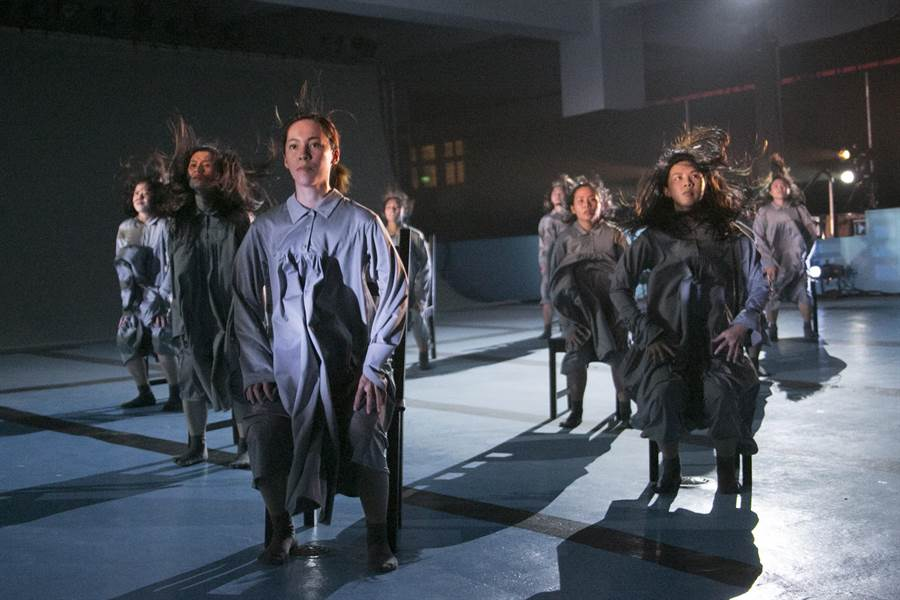 莊國鑫推出舞作《038》,描述異鄉遊子思鄉情景。(莊國鑫原住民實驗舞蹈劇場提供)