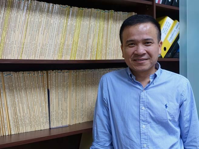 中山大學資管系副教授徐士傑獲「吳大猷先生紀念獎」。(中山大學提供)
