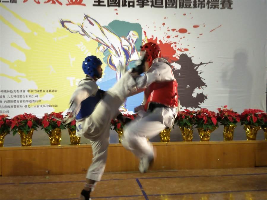 跆拳道團體賽第一回合量級對戰,第二回合無差別對戰,精彩可期。(黃邱倫)
