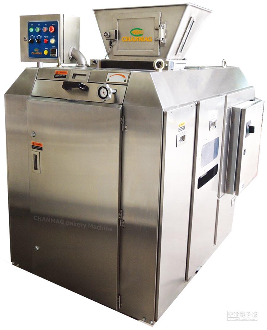 銓麥烘焙機械推出台灣首創的「六口麵團分割機」,有效節省人力與控管生產品質,計畫拓展全球銷售管道。圖/業者提供  文/陳又嘉