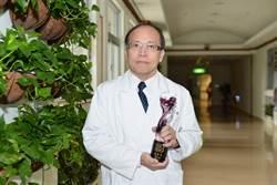 熱心保護工作 身心科醫師獲紫絲帶獎