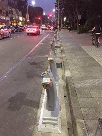 微笑單車租借點在車道上 民眾:很危險