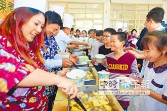 寒冬送暖 近千名學童有口福 夜光小天使 享用「愛的關東煮」