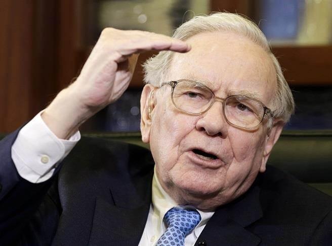 巴菲特成川普減稅大贏家?分析師:企業稅若降至15%,波克夏帳面價值大增。(美聯社資料照)