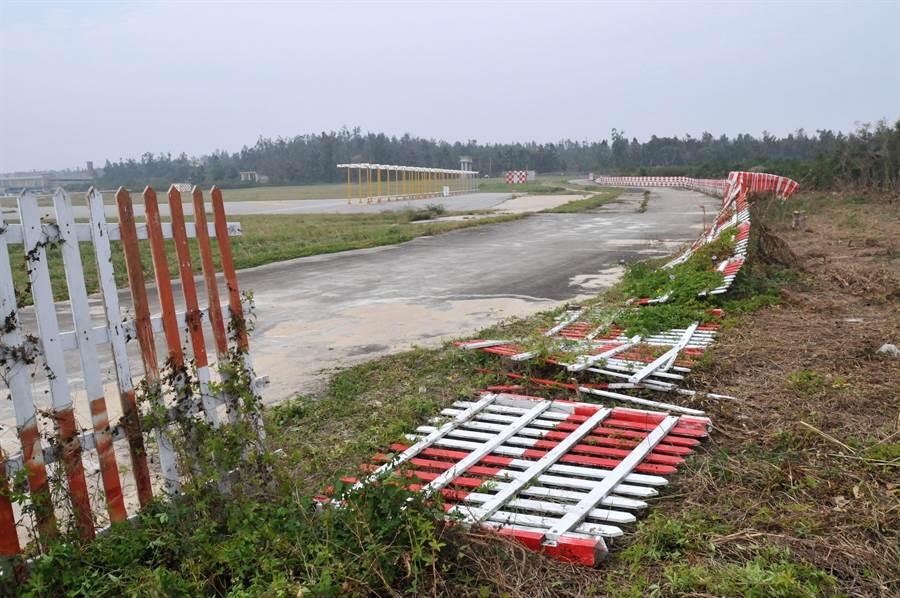 尚義段也出現圍籬倒塌漏洞,優先進行臨時性修復。(李金生攝)