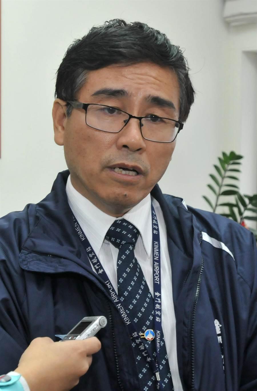 金門民航站主任洪念慈強調,已協調軍警和駐站單位協力確保飛安。(李金生攝)