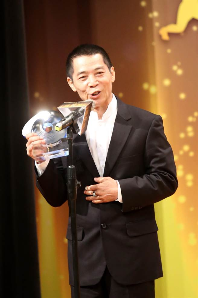舉重教練蔡溫義獲得最佳教練獎。(李弘斌攝)