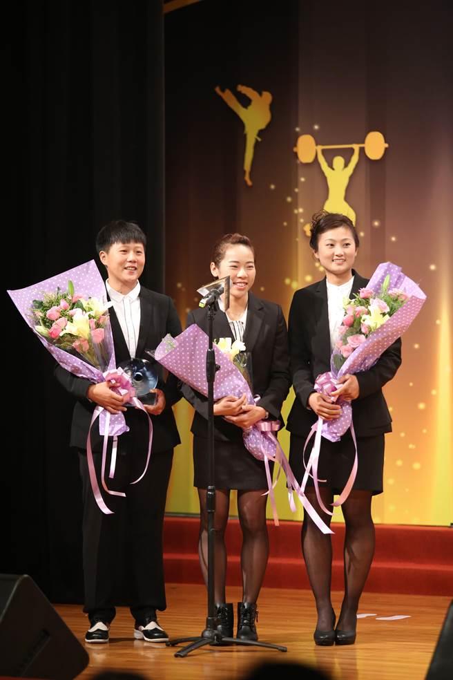 里約奧運女子射箭隊榮獲最佳團隊獎。(李弘斌攝)