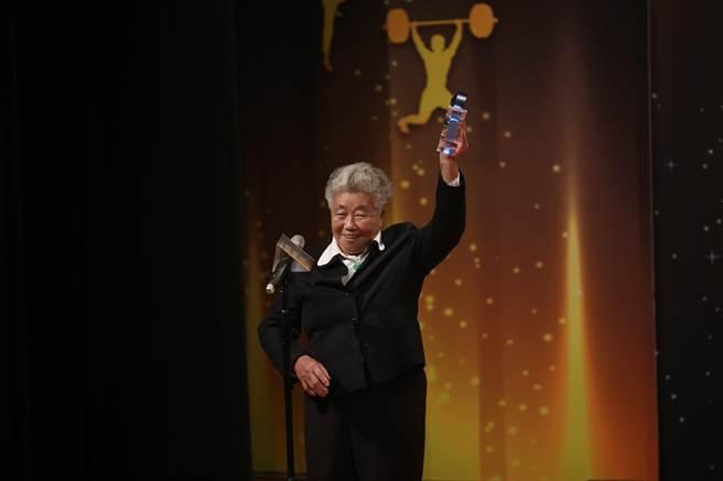 體壇付出40多年,吳錦雲獲終身成就獎。