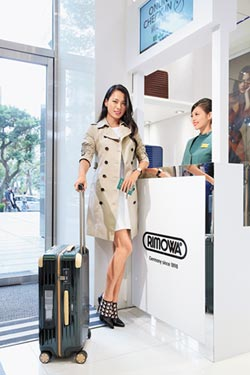 王麗雅出國非它不用 RIMOWA電子標籤行李箱 托運登機方便省時