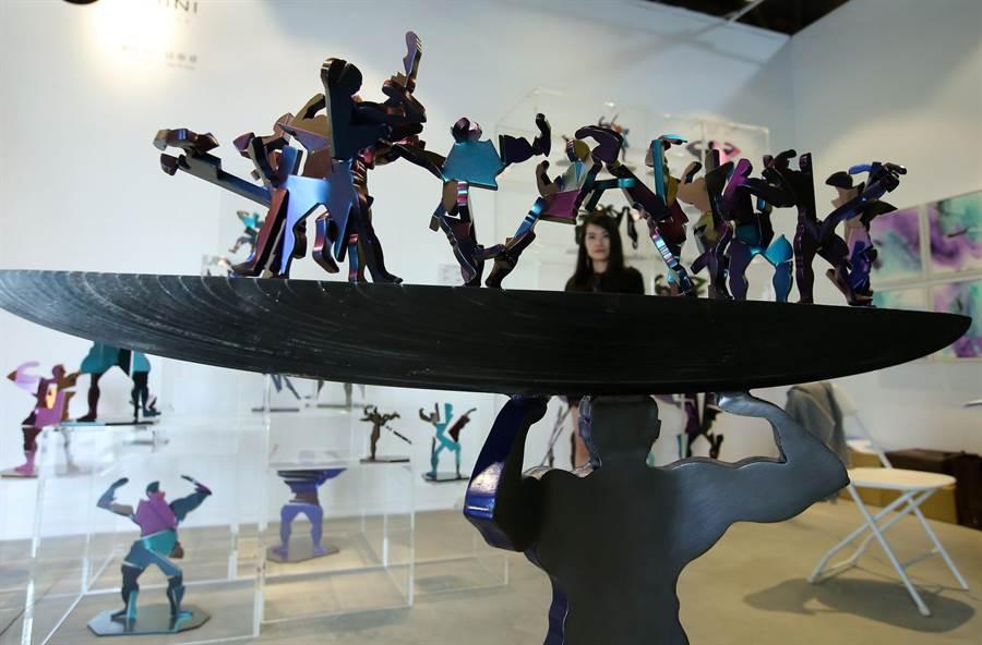 藝術家劉柏村以鋼鐵創作的《金剛變》系列。(王錦河攝)