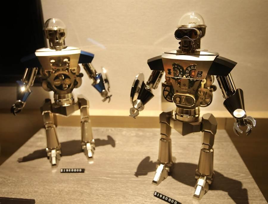 MB&F公司和 L'EPEE 1839合作推出《Balthazar》機器人桌鐘,每35天需手動上鍊1次,1個售價198萬台幣。(王錦河攝)