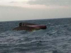 基隆漁船翻覆7失蹤 海巡加派船艇搜救