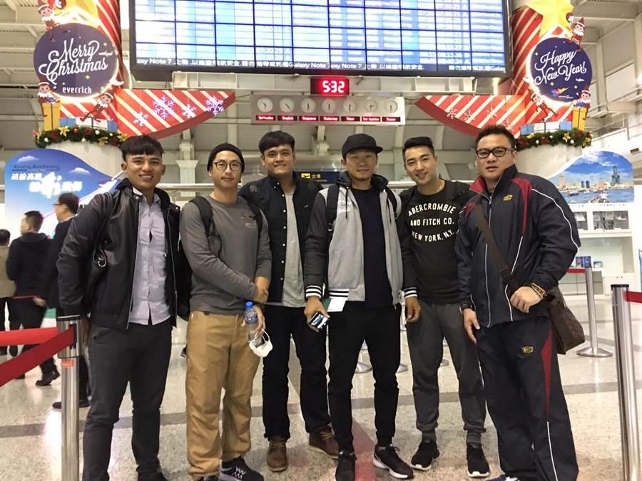 統一獅球員與中信兄弟鄭達鴻(右一)赴日本鳥取進行自主訓練。(統一獅提供)