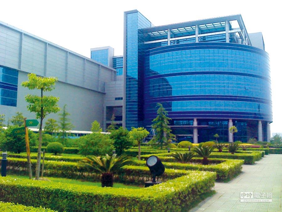 紫光集團上周一增持中芯國際,持股比率升至7.07%。圖為位於上海張江高新園區的中芯國際半導體。圖/本報資料庫