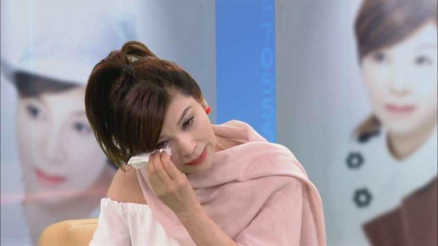 蔡秋鳳在中視《改變的起點》提及家人對她的愛,不禁痛哭。(中視提供)