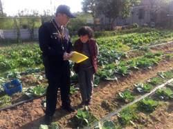 下鄉宣導農具防竊 金門警員變「網紅」