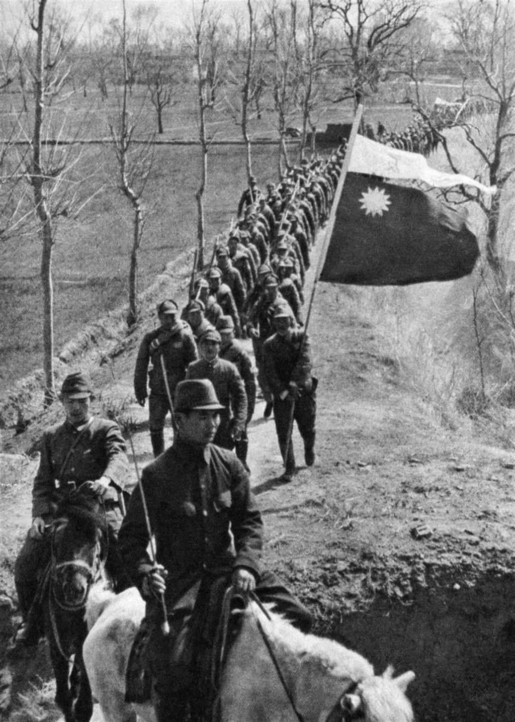 1940年6月,豫北游击总队司令刘昌义率部接受日军改编为和平建国军战编第21师。虽然是诈降,但是却给人们建立了国民党游击队比中共更容易动摇的政治形象。(网路照片)