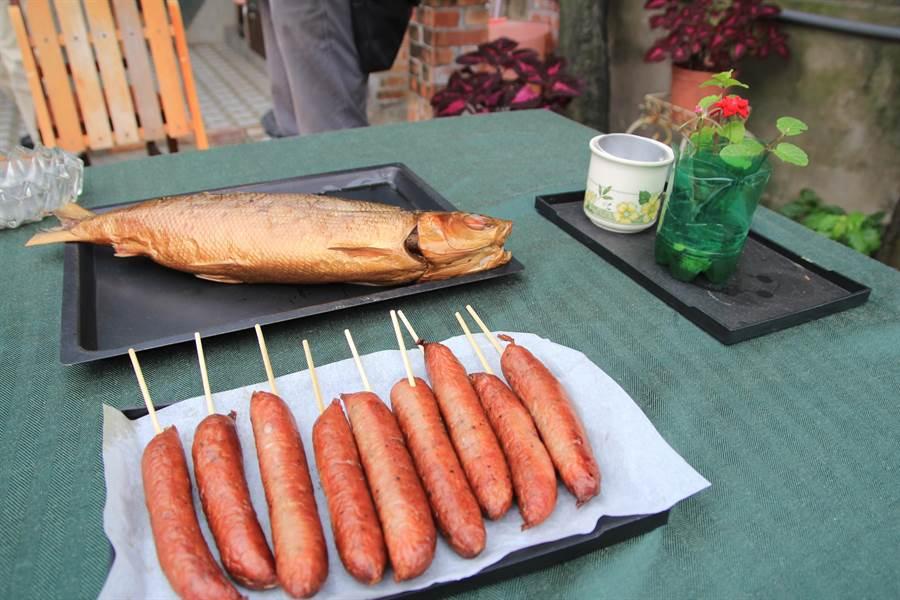 烟熏香肠、虱目鱼都是用家传的德式做法。(庄曜聪摄)