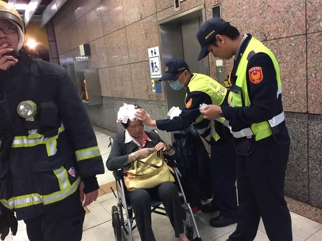 板橋車站台鐵手扶梯昨晚發生推擠受傷事件,疑因負載過重,加人行走震動後釀禍。(張立勳翻攝)