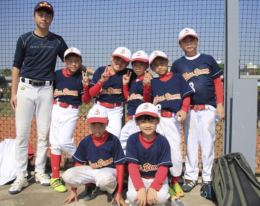 香港純陽國小7度參與諸羅山盃,學校支持棒球,全力培養棒球興趣。(周鎮宇攝)