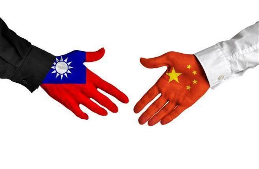 兩岸硬碰硬,不論是軍事上或政治、經濟上的,台灣都很難占得上風;但若是軟實力的競爭,民主法治、殘疾者皆有所養、尊嚴死、婚姻平權等,這才是最能彰顯台灣價值之處。(示意圖/達志影像/shutterstock提供)