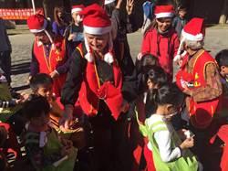 華山獨居老人扮聖誕老人送愛 南開科大回禮捐助年菜