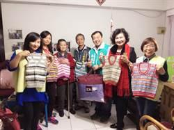走出喪子陰霾!92歲暖心嬤織200件毛衣送孤兒