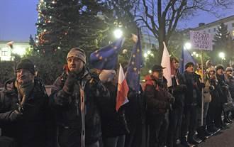 人民抗議後 波蘭議會暫時取消對媒體監控