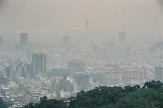 台北盆地昨現神秘霧霾 鄭明典這麼說