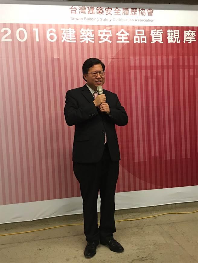 桃園市長鄭文燦痛心說,昨天大溪高中新建大樓發生五死意外,強調工程品質的重要。