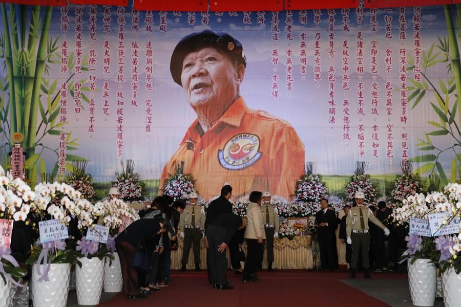 胡鵬飛因病逝世,今天上午在寶山鄉的啟德公司舉辦告別式,場面備極榮哀。(莊旻靜攝)