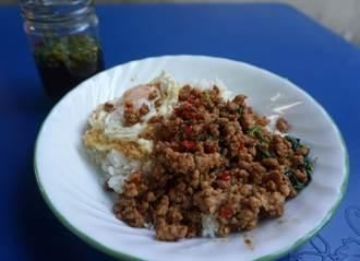 泰國國民美食  嗄拋肉末蓋飯