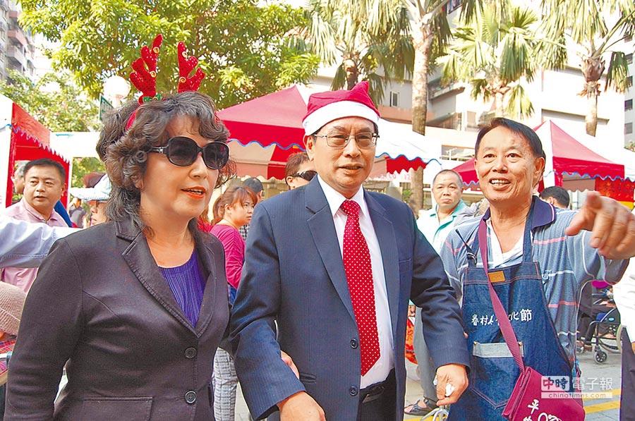 嘉義市長涂醒哲與夫人鄭玉娟經常出席公開活動,以破除外界傳聞。(廖素慧攝)