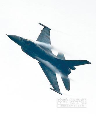 偵照遼寧艦編隊 我2架RF-16升空