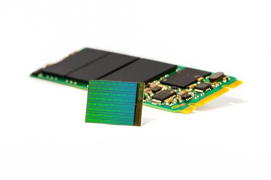 美光3D NAND已量產並推出SSD產品,晶片則由力成代工封測。(圖/業者提供、文/涂志豪)