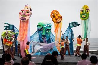 到公車上看小丑演戲 北藝中心陪民眾跨年