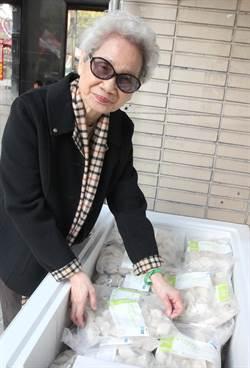 84歲蘇媽媽賣水餃傳愛 抗癌鬥士做公益助弱勢
