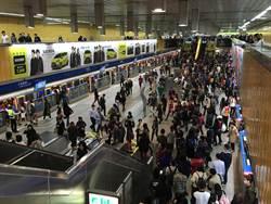 北市跨年晚會將登場 捷運站湧現人潮