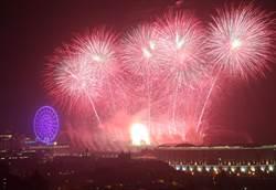 義大世界999秒煙火秀全台最長最廣 璀璨耀眼
