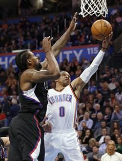 NBA》就是狂!韦斯布鲁克半场拿大三元