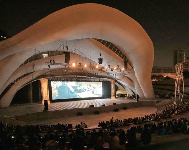 圓滿劇場同步轉播《維也納新年音樂會》,台中市府服務民眾觀賞世界級音樂饗宴。(盧金足攝)
