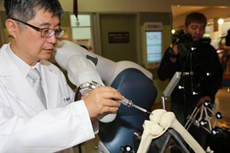 彰濱秀傳成立機器人手臂人工關節置換中心