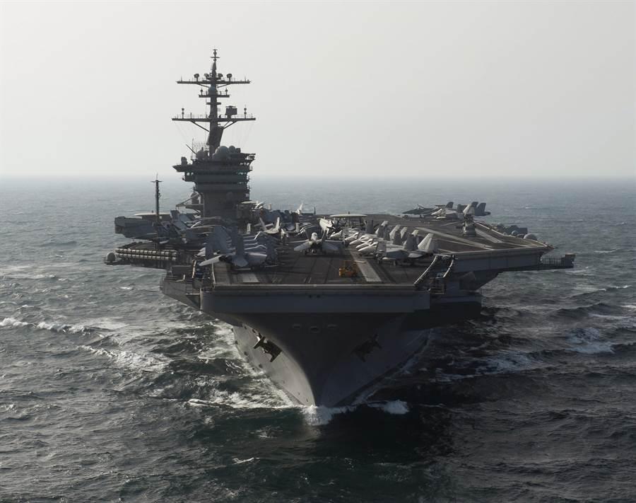 Kết quả hình ảnh cho 美航母在南海冲出5艘舰艇的围堵