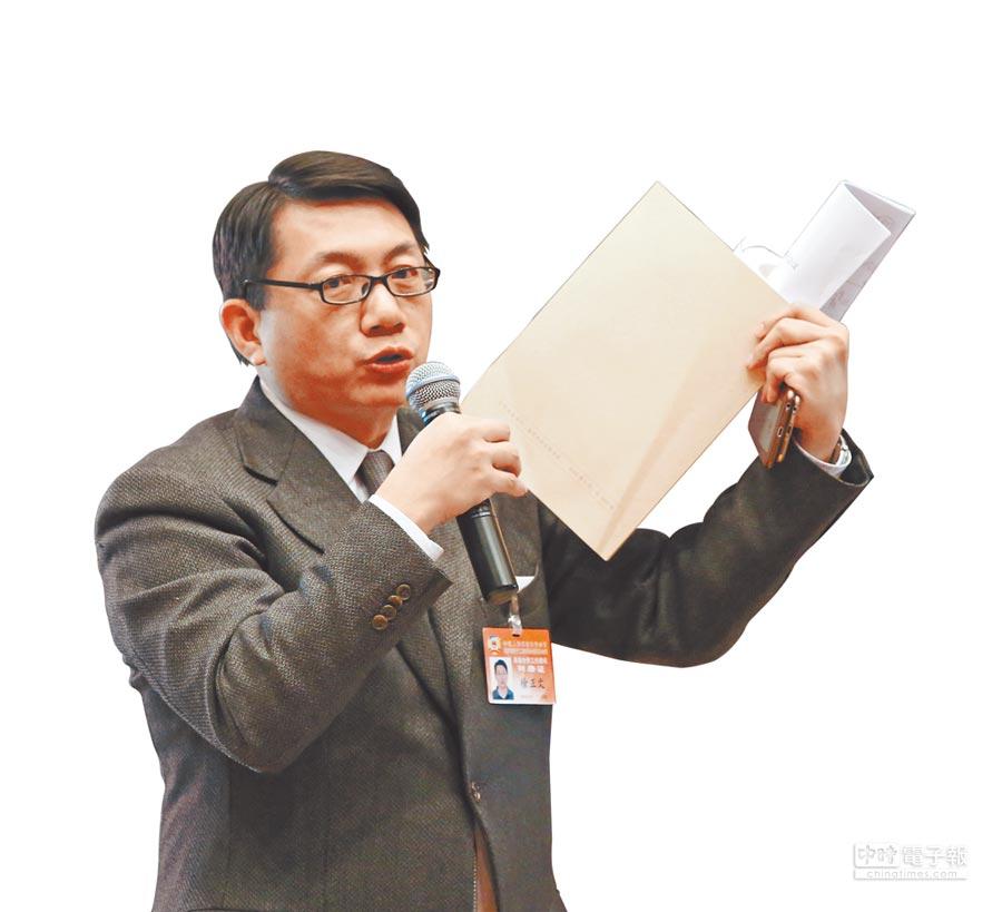 北京市政協港澳台僑工作顧問徐正文2016年在北京市政協會議上發言。(徐正文提供)